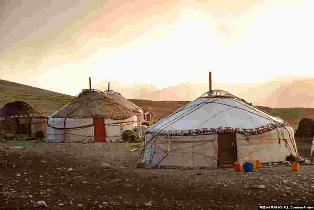 Ауғанстанның солтүстік-шығысында көшпелі тұрмыс кешетін қырғыздардың киіз үйлері.