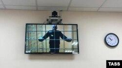 Навальный выступает в суде по видеосвязи