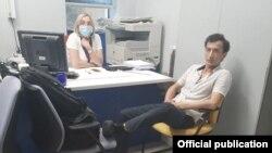 По данным правоохранительных органов Украины, Сухроб Каримов взял в заложники управляющую банка.