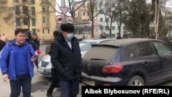 Кубатбек Боронов приехал на допрос. 12 января 2021 года.