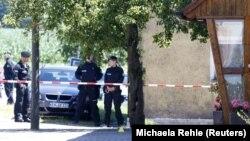 Գերմանացի ոստիկանը հսկողություն են իրականացնում, արխիվ