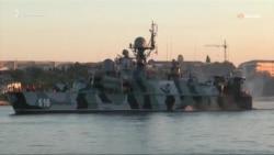 Rusiye Qara deñiz flotunıñ quvetlerini deñep başladı (video)