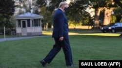 Дональд Трамп возвращается в Белый дом после тестирования на COVID-19, 2 октября 2020 года