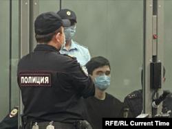 Ільназ Галявіеў у судзе.