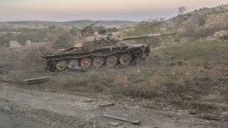 Армянский военнослужащий на передовой. Армянские войска пытаются удержать позиции, 18 октября<br /> &nbsp;