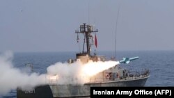 Ормуз бұғазында Иран әуе-теңіз күштерінің әскери кемесінен зымыран ұшыру сәті. 11 қыркүйек 2020 жыл
