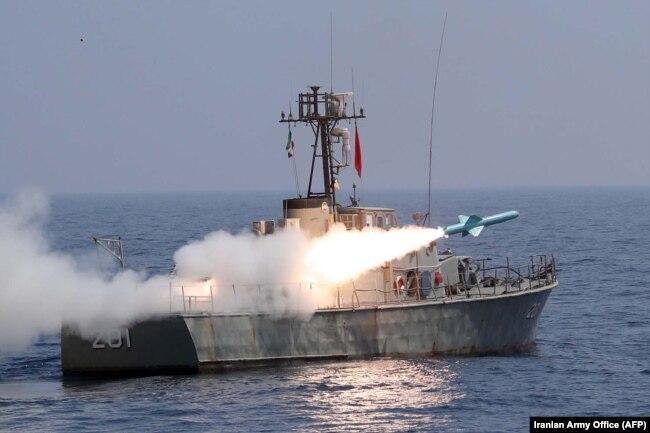Запуск противокорабельной ракеты с катера иранских ВМС в Ормузском проливе. 11 сентября 2020 года