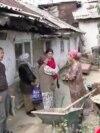Пострадавшая от стихии семья вернулась в полуразрушенный дом