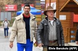 Первая ракетка мир Новак Джокович (слева) с американским бизнесменом боснийского происхождения Семиром Османагичем в Високо. Октябрь 2020 года.