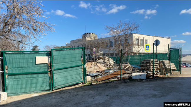 Территория, которая должна стать частью Матросского бульвара, Севастополь, 4 марта 2014 года