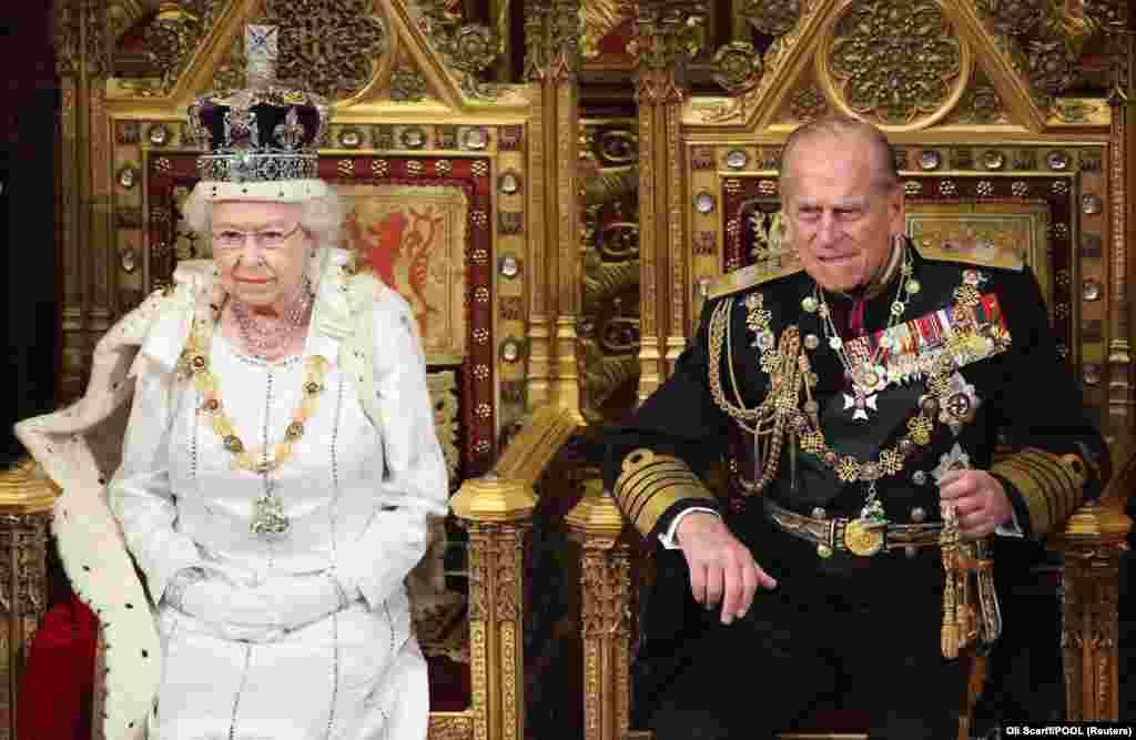 2012. május 9-én nyitja meg férjével a brit parlement következő ülésszakát.