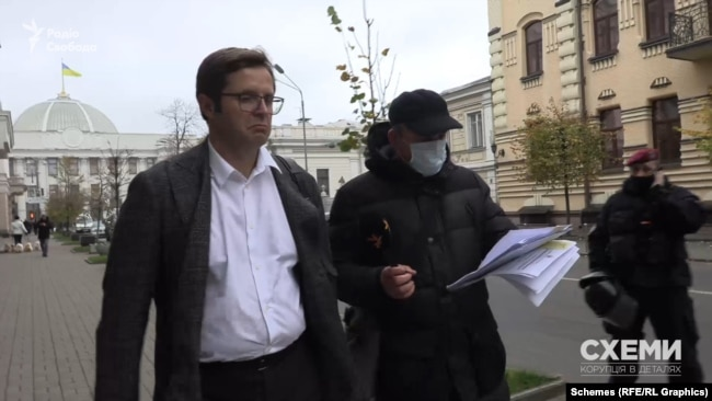 Депутат Холодов пояснив, навіщо просив, щоб його помічник був присутній у комісії під час знищення цигарок