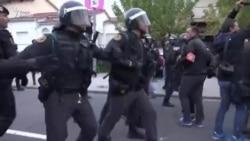 Испанская полиция разгоняет каталонцев на избирательных участках
