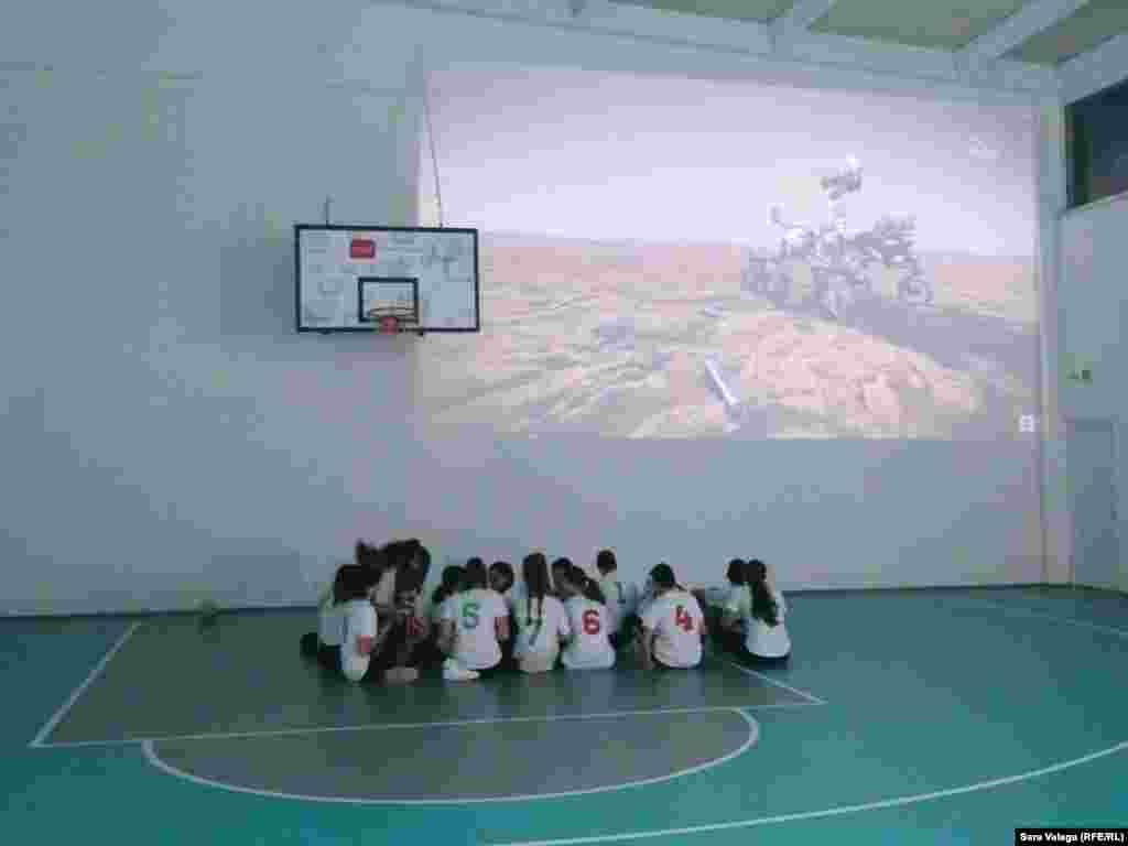 Prije javnog gledanja slijetanja rovera na krater Jezero, učenici su odigrali košarkašku utakmicu u čast ovom događaju.
