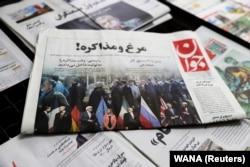 """Иранская газета с фото на первой полосе и статьей о возобновлении переговоров о """"ядерной сделке"""". 7 апреля 2021 года"""