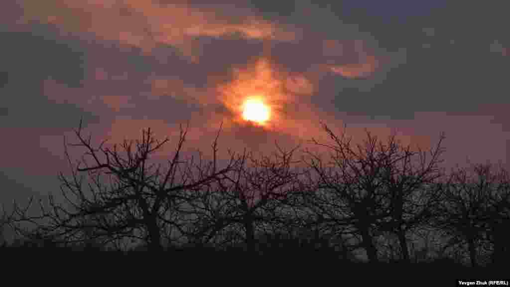 Захід сонця, селище Любимівка на півночі Севастополя