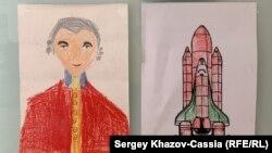 Crteži desetogodišnjeg Alekseja u njegovom stanu u Moskvi. Veruje se da se stanje ovog deteta sa smetnjama u razvoju brzo pogoršalo otkako su ga vlasti stavile u institucionalnu negu pošto su ga uzele od oca homoseksualca koji ga je usvojio.