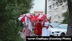 Красный и белый цвета в Беларуси воспринимаются как символ оппозиции существующему режиму