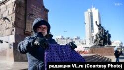 Як тарафдори Алексей Навалний дар шаҳри Владивосток, 26 декабр.