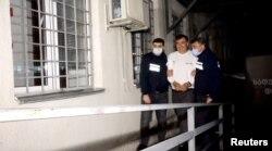 Полиция Михаил Саакашвилиді Руставидегі түрмеге әкеле жатыр. 1 қазан 2021 жыл.