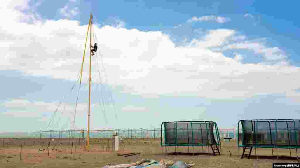 Підготовка пляжної інфраструктури у розпалі