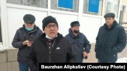 Бауирҷон Алипкалиев бо ҷонибдоронаш. 30-юми ноябри 2020