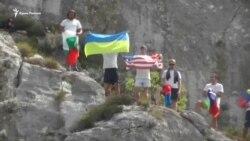 В Крыму прошли соревнования по прыжкам в воду со скалы (видео)