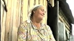 Флорентина Зауэр поет немецкую песню. Томская область. Колпашевский район.1996 г.