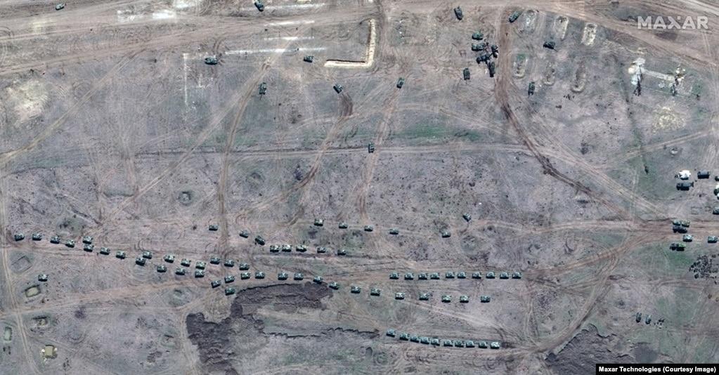 Njësitë ajrore janë parë duke manovruar teksa ushtria ruse është vendosur në qendrën stërvitore Angarsy në Krime.