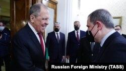 Глава МИД России Сергей Лавров (слева) и глава МИД Азербайджана Джейхун Байрамов (архив)