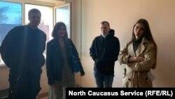 Задержанные сотрудники штаба Навального в Краснодаре после освобождения из отдела полиции