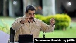Николас Мадуро выступает с очередным телеобращением к нации из президентского дворца Мирафлорес в Каракасе. 6 сентября 2020 года