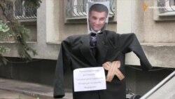 Черкаські активісти пікетували УМВС із вимогою відставки Авакова