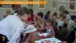 У Дніпропетровську для переселенців провадять арт-терапію петриківським розписом