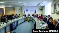 Qeveria e Kosovës gjatë një mbledhjeje të mbajtur më 23 mars, 2021.