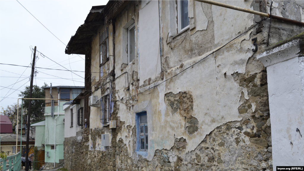 Несмотря на бурное строительство в нижних частях района, которые находятся ближе к центральным улицам Ялты, здесь сохранились дома, строившиеся после землетрясения 1927 года. Например, в начале улицы Трудовой есть дом, построенный из камня дикаря