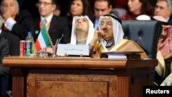 پادشاهی شیخ صباح در سال ۲۰۰۶ برای اولین بار، با برکناری یک امیر در کویت به دست آمد.
