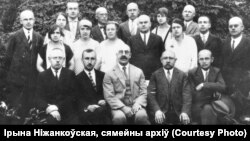Рупліўцы беларушчыны пачатку 1920-х: Аляксандар Уласаў (сядзіць пасярэдзіне) і аднадумцы