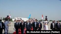 عبدالله عبدالله رئیس شورای عالی مصالحه ملی افغانستان در میدان هوایی اسلام آباد