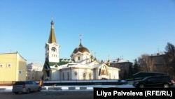 Вознесенский кафедральный собор вблизи Нарымского сквера. Новосибирск
