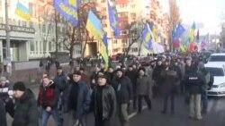 Kiyevdə aksiyaçılar bələdiyyənin toplantısını yarımçıq saxlayıb