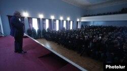 Armenia -- Opposition leader Vazgen Manukian meets with opposition supporters in Ararat, January 26, 2021.