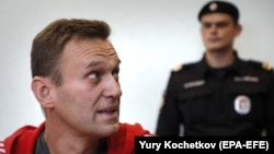 Russian opposition leader Aleksei Navalny (left) at a 2019 court hearing in Moscow in August 2019.