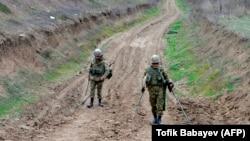 نیروهای آذری در حال ماین پاکی در نگورنو قرهباغ