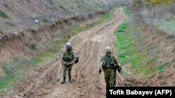 Ադրբեջանի ռազմական սակրավորները ականազերծման աշխատանքներ են իրականացնում, արխիվ