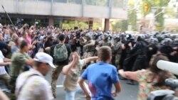 Сутички між мітингарями та правоохоронцями продовжились на Грушевського