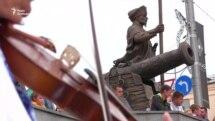 «Краще замість коня мати автомат»: у Харкові встановили пам'ятник Івану Сірку (відео)