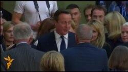Камерон останува на власт во Британија