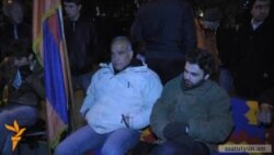 Րաֆֆի Հովհաննիսյանը բաց երկնքի տակ է գիշերում
