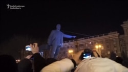 Soviet-Era Monument Torn Down In Eastern Ukraine